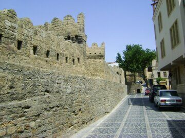 Walls_of_the_fortress_of_the_Baku_Old_City_(Azerbaijan)_-_10-12centuries4